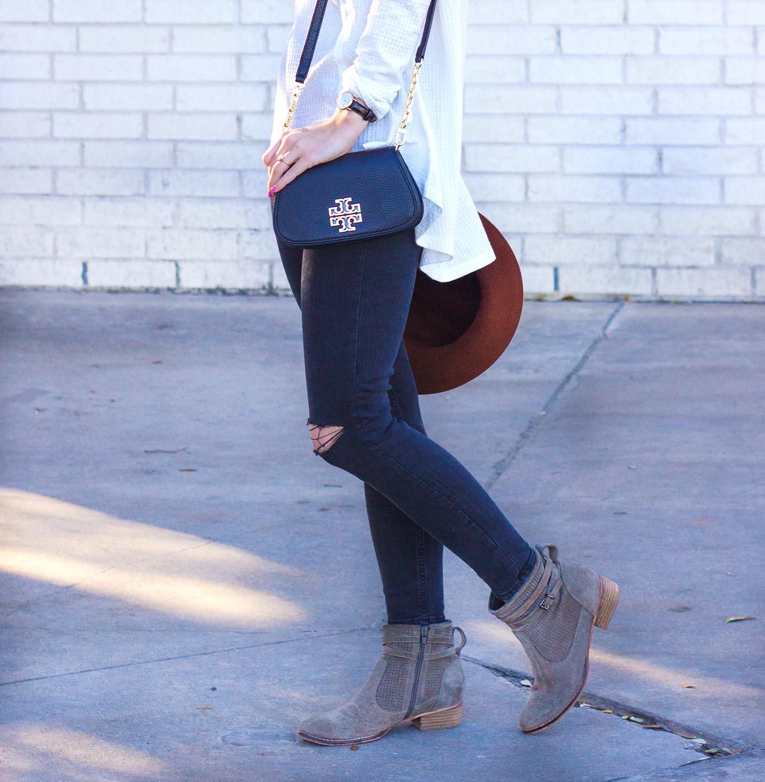 livvyland-blog-olivia-watson-thermal-long-sleeve-cozy-free-people-tee-shirt-topshop-black-distressed-skinny-jeans-austin-texas-fashion-blogger-tory-burch-britten-handbag-black-12