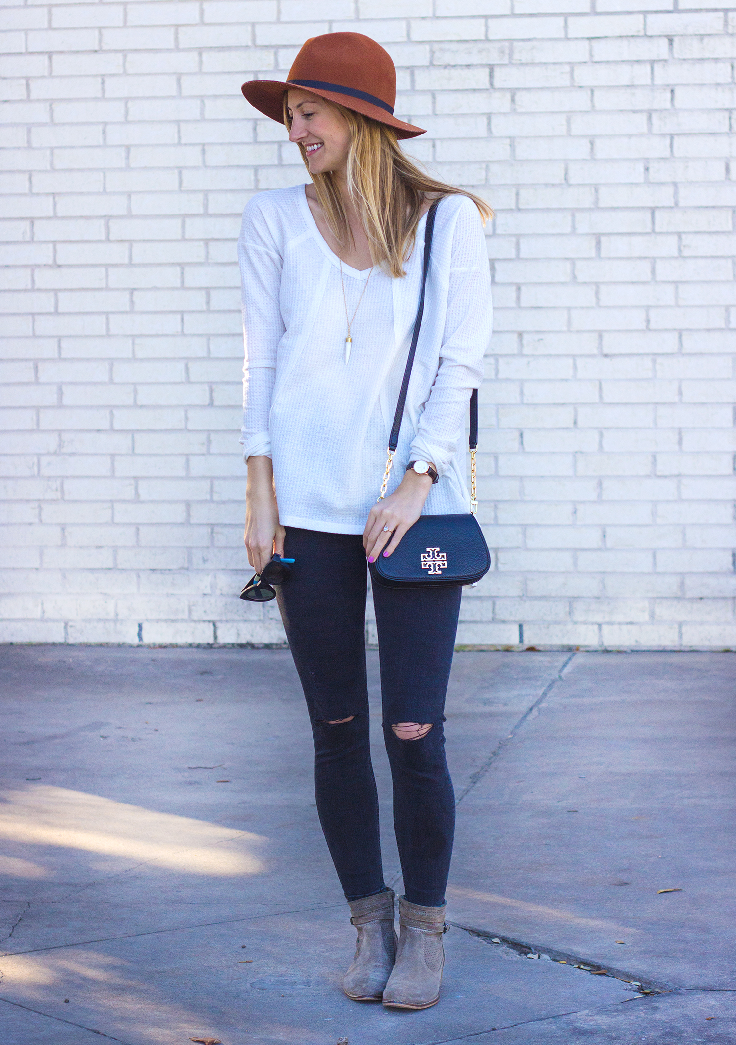 livvyland-blog-olivia-watson-thermal-long-sleeve-cozy-free-people-tee-shirt-topshop-black-distressed-skinny-jeans-austin-texas-fashion-blogger-tory-burch-britten-handbag-black-2
