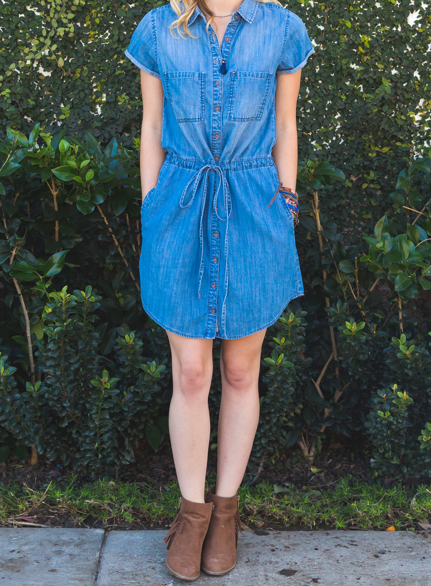 livvyland-blog-olivia-watson-silver-jeans-co-denim-shirtdress-shirt-dress-drawstring-summer-spring-booties-errisson-lawrence-photography-beach-outfit-7