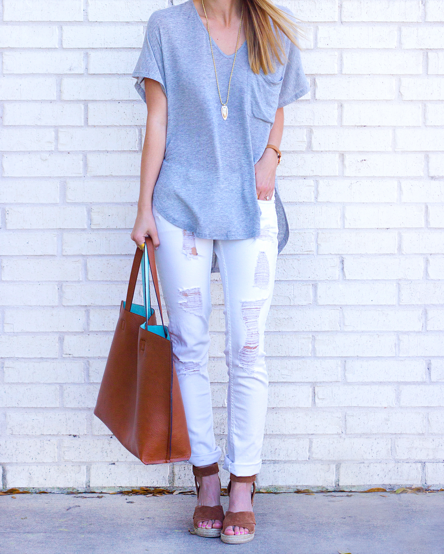 livvyland-blog-olivia-watson-austin-texas-fashion-blogger-relaxed-grey-v-neck-tee-shirt-white-distressed-skinny-jeans-4