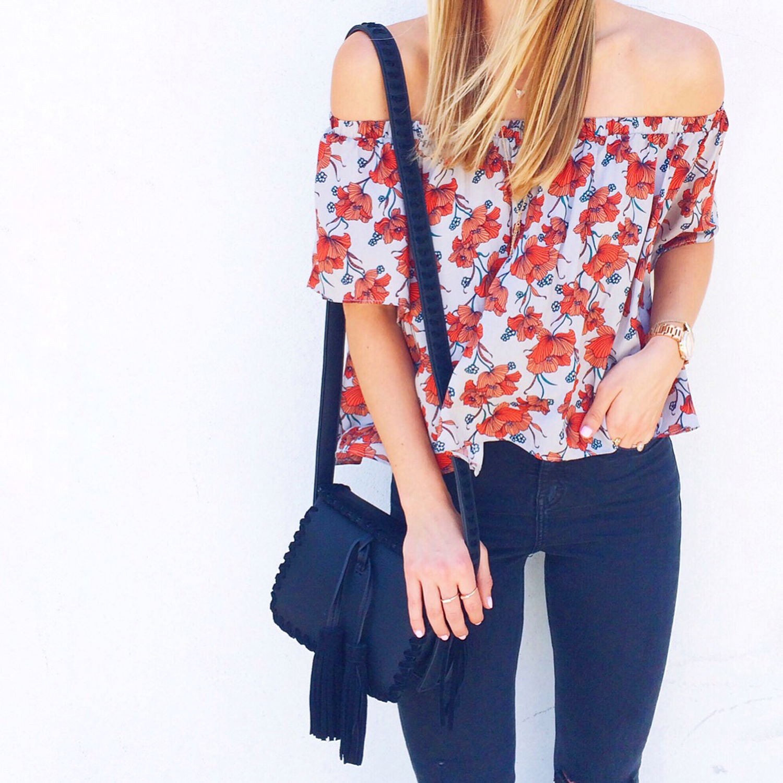 livvyland-blog-olivia-watson-posey-floral-off-shoulder-top-ily-couture-fringe-handbag-topshop-black-skinny-jeans-austin-texas-fashion-blogger-olivia-watson
