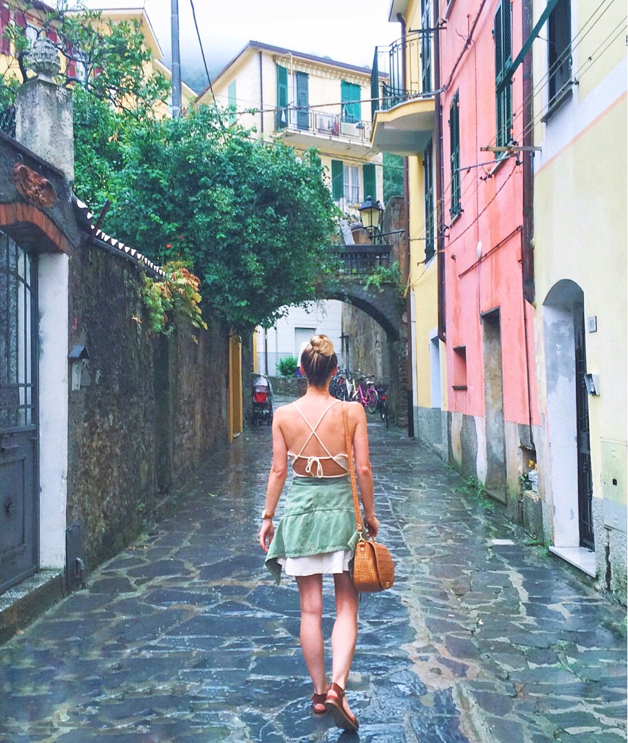 livvyland-blog-olivia-watson-princess-mediterranean-curise-what-to-pack-wear-summer-vacation-cinque-terre-street-italy