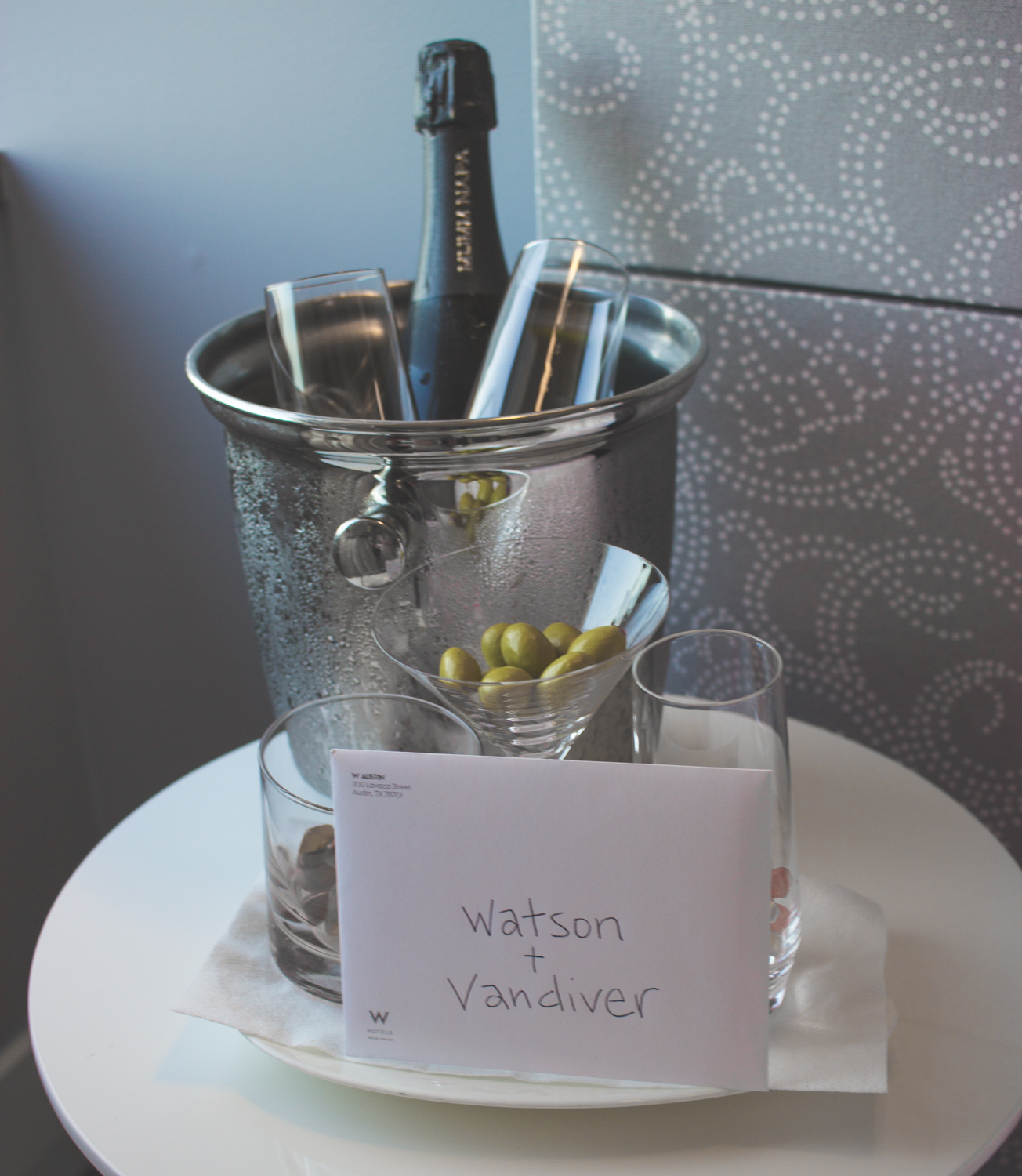 livvyland-blog-olivia-watson-vandi-fair-w-hotel-atx-staycation-stay-cation-austin-texas-fashion-travel-blogger-hotel-review-champagne-in-roomjpg