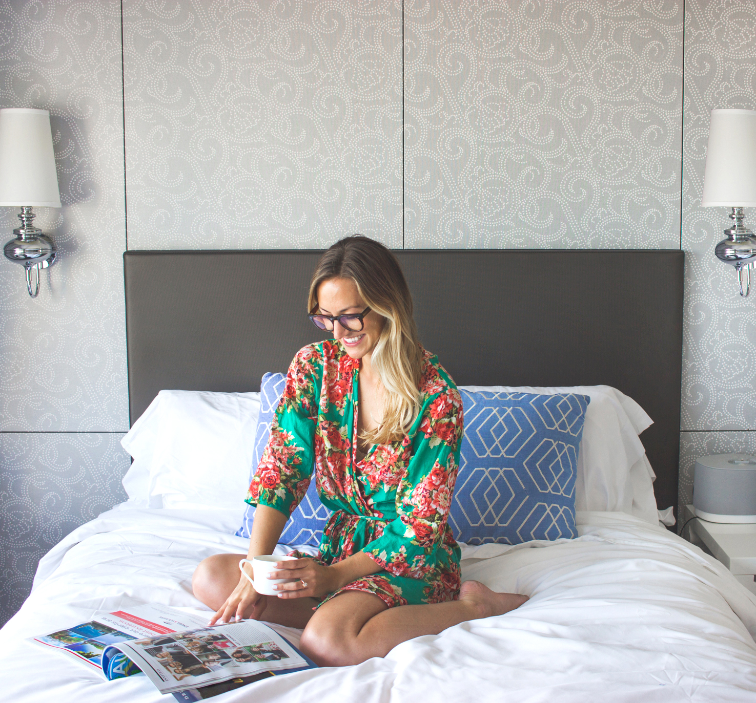 livvyland-blog-olivia-watson-vandi-fair-w-hotel-atx-staycation-stay-cation-austin-texas-fashion-travel-blogger-hotel-reviwe-wet-deck-pool-party-room-coffee-in-bed-1