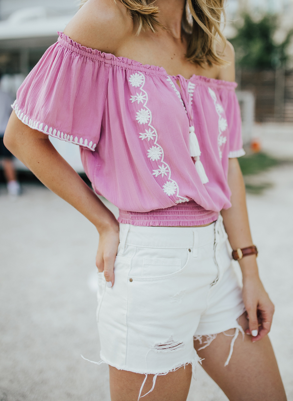 livvyland-blog-olivia-watson-austin-texas-fashion-blogger-pacsun-mom-shorts-off-white-vans-sneakers-summer-outfit-2