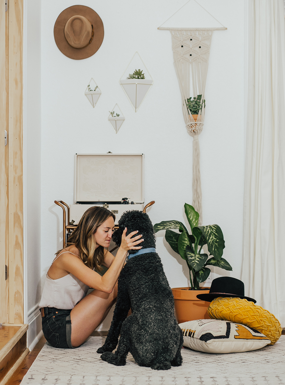 livvyland-blog-olivia-watson-austin-texas-fashion-blogger-urban-outfitters-record-player-nook-room-setup-holder-interior-boho-style-levis-wedgie-shorts-9