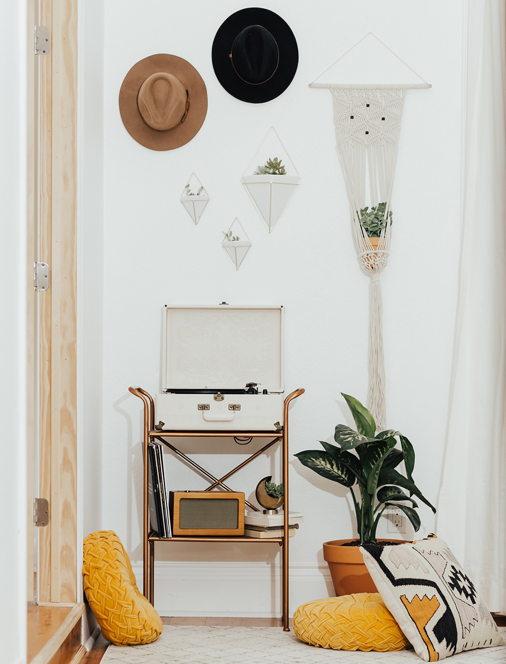 livvyland-blog-olivia-watson-austin-texas-fashion-blogger-urban-outfitters-record-player-nook-room-setup-holder-interior-boho-style-succulent-hangers-2