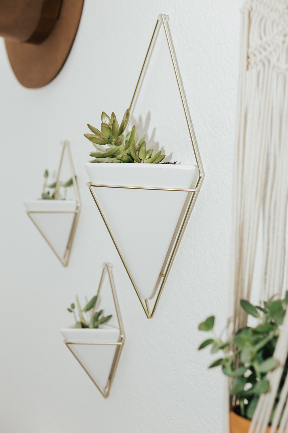livvyland-blog-olivia-watson-austin-texas-fashion-blogger-urban-outfitters-record-player-nook-room-setup-holder-interior-boho-style-succulent-hangers-3
