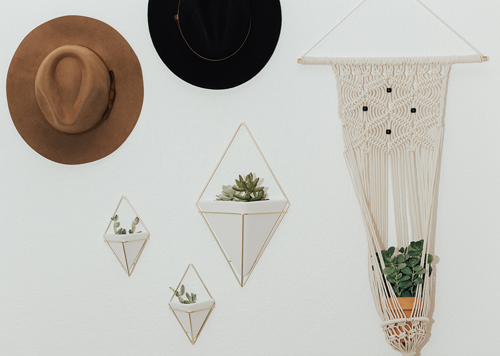 livvyland-blog-olivia-watson-austin-texas-fashion-blogger-urban-outfitters-record-player-nook-room-setup-holder-interior-boho-style-succulent-hangers-4