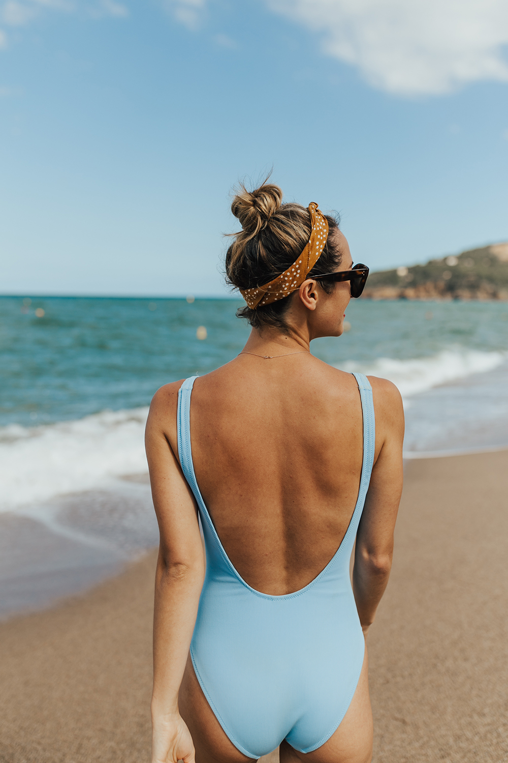 livvyland-blog-olivia-watson-fashion-travel-blogger-shop-spring-solid-and-striped-sophia-one-piece-swimsuit-periwinkle-blue-costa-brava-pals-beach-barecelona-spain-3