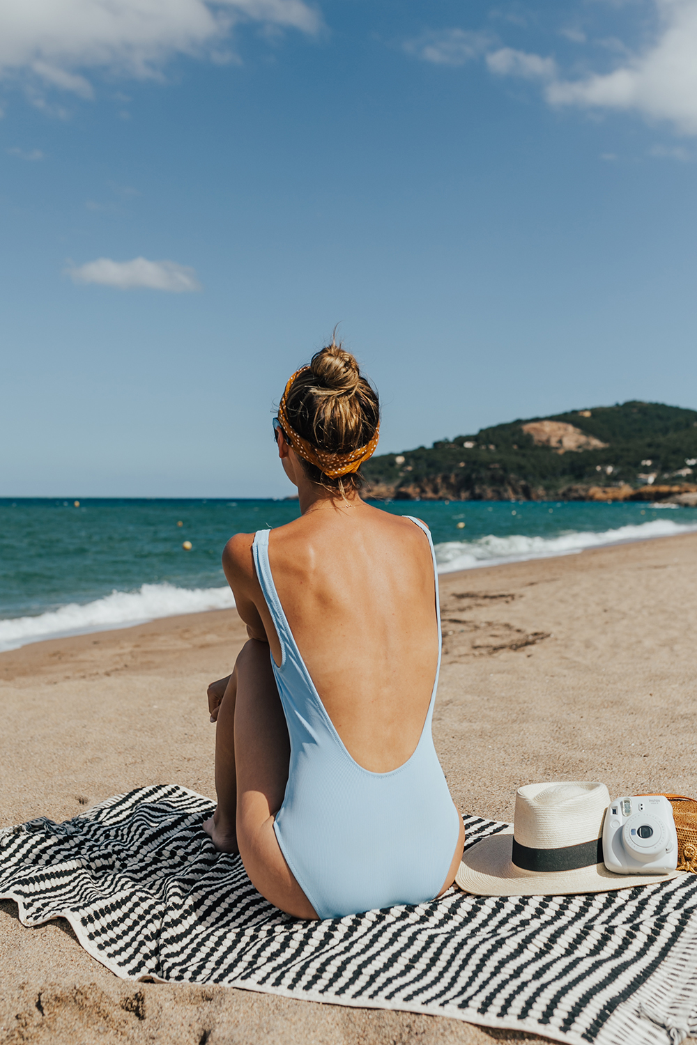 livvyland-blog-olivia-watson-fashion-travel-blogger-shop-spring-solid-and-striped-sophia-one-piece-swimsuit-periwinkle-blue-costa-brava-pals-beach-barecelona-spain-4