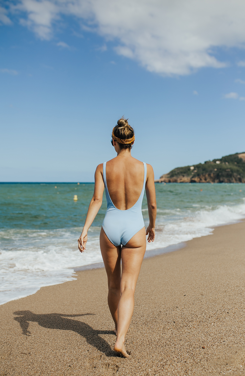 livvyland-blog-olivia-watson-fashion-travel-blogger-shop-spring-solid-and-striped-sophia-one-piece-swimsuit-periwinkle-blue-costa-brava-pals-beach-barecelona-spain-9