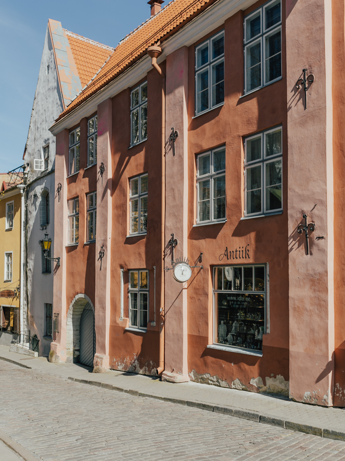 livvyland-blog-olivia-watson-travel-blogger-scandinavia-cruise-baltic-sea-tallinn-estonia-colorful-buildings