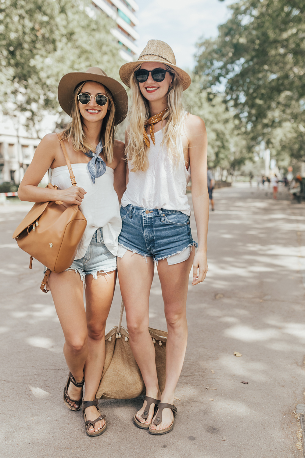 livvyland-blog-olivia-watson-fashion-travel-blogger-barcelona-spain-best-friends-blonde-brunette-birkenstock-yara