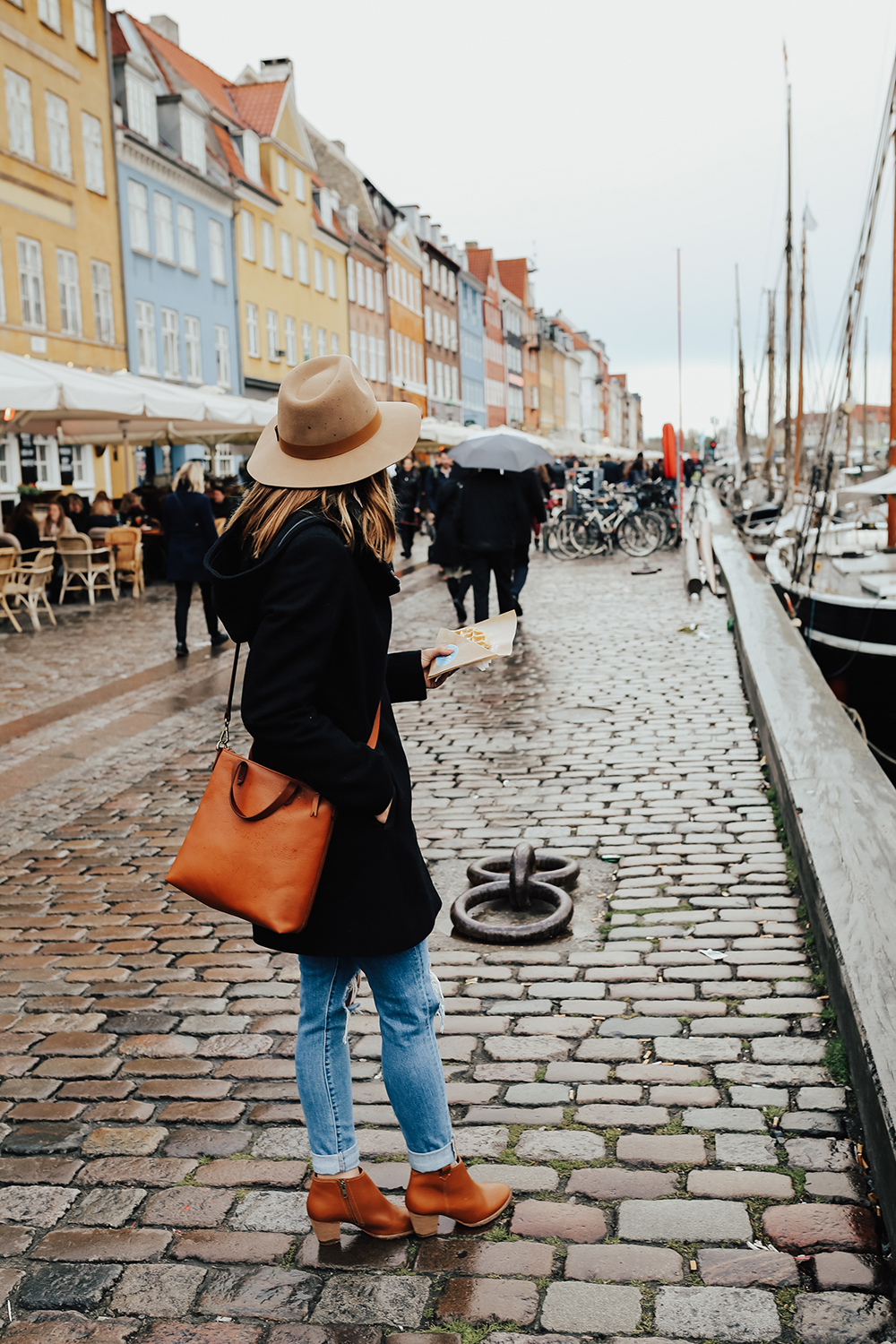 livvyland-blog-olivia-watson-fashion-travel-blogger-princess-cruises-scandinavia-what-to-wear-pack-copenhagen-denmark-colorful-buildings-street