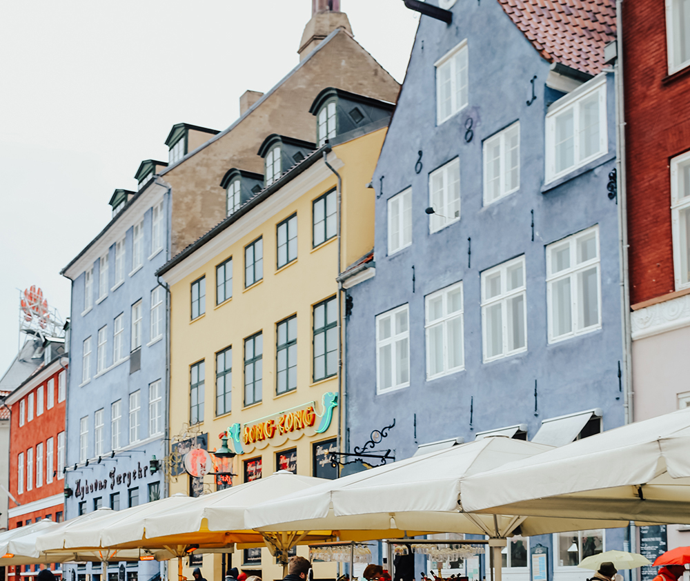 livvyland-blog-olivia-watson-fashion-travel-blogger-princess-cruises-scandinavia-what-to-wear-pack-copenhagen-denmark-colorful-streets