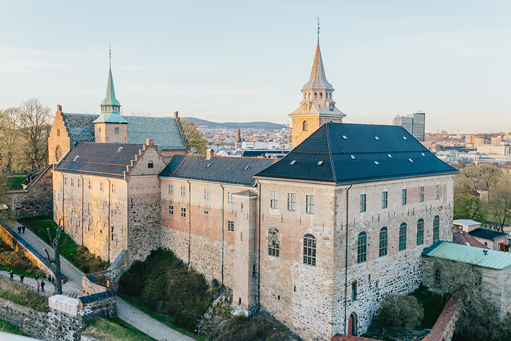 livvyland-blog-olivia-watson-fashion-travel-blogger-Akershus-Fortress-princess-cruises-scandinavia-what-to-wear-pack-oslo-norway-castle