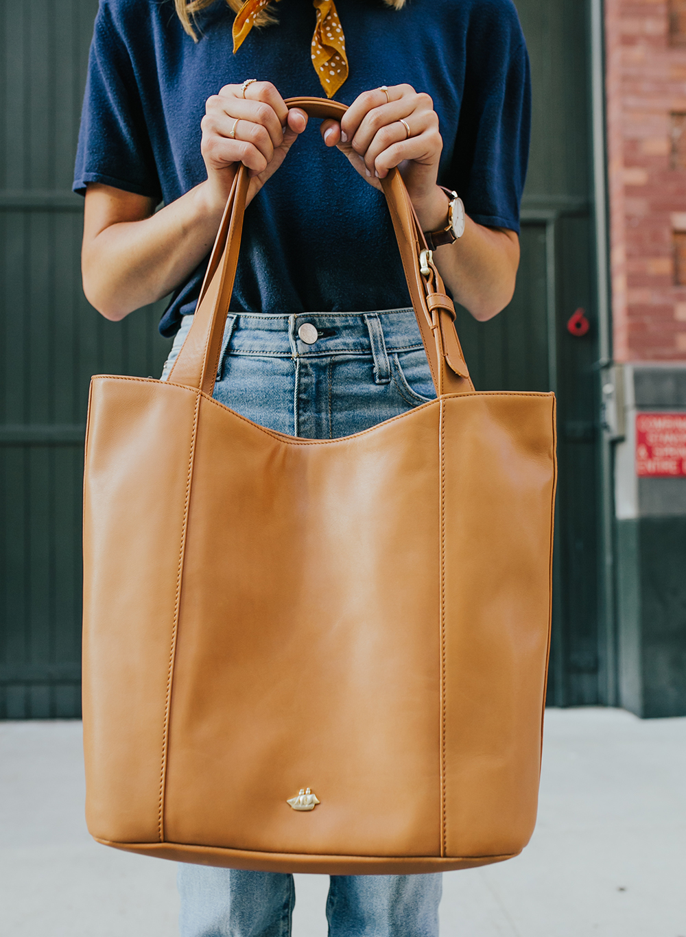 livvyland-blog-olivia-watson-nyc-tribeca-mom-jeans-brahmin-tan-charleston-tote-neckerchief-2
