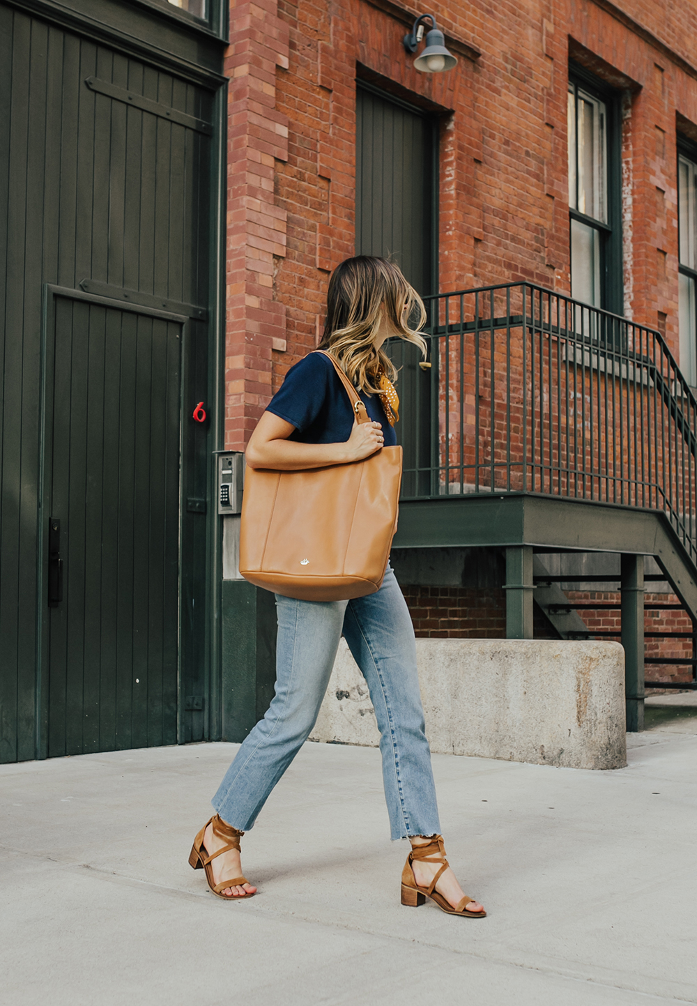 livvyland-blog-olivia-watson-nyc-tribeca-mom-jeans-brahmin-tan-charleston-tote-neckerchief-4