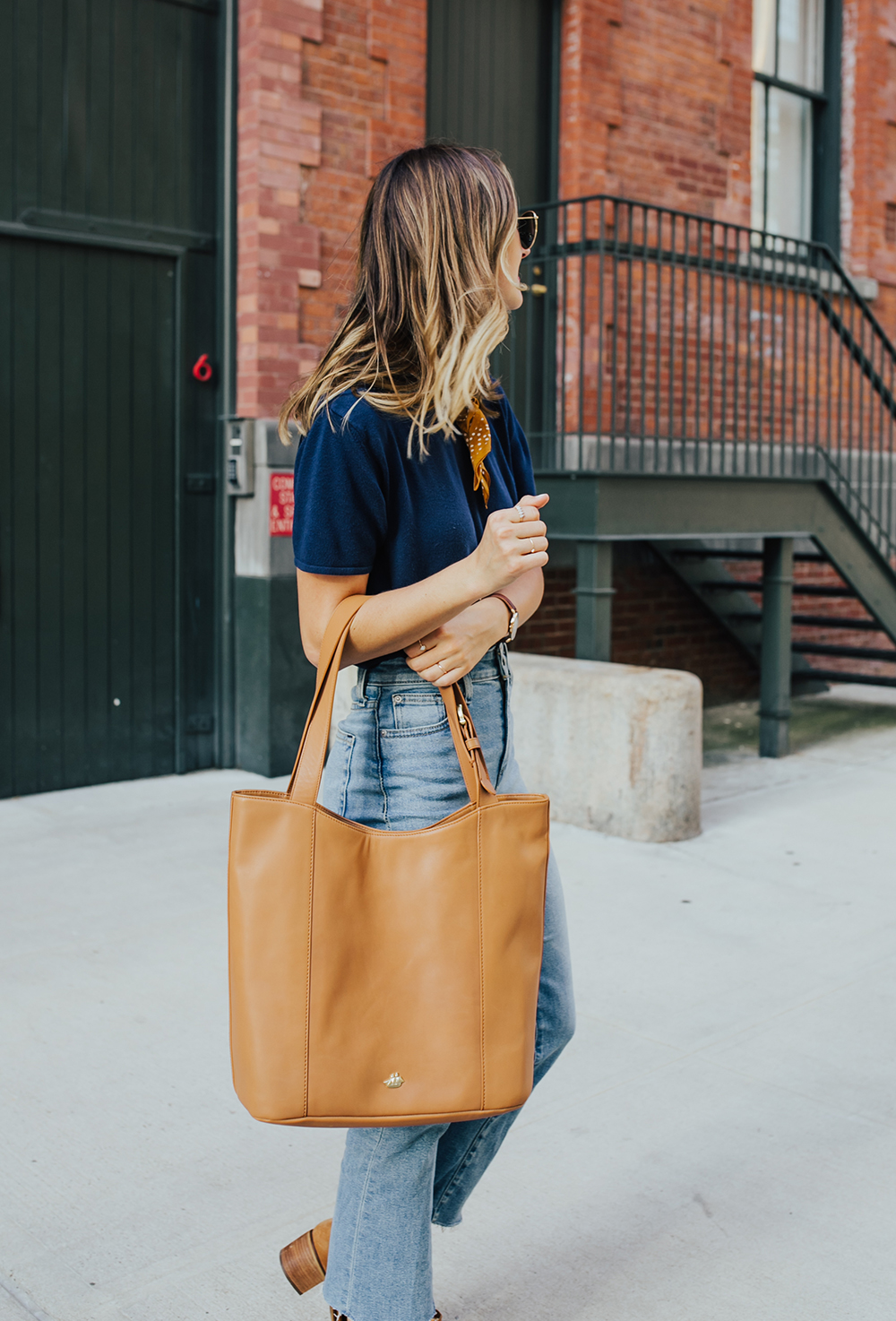 livvyland-blog-olivia-watson-nyc-tribeca-mom-jeans-brahmin-tan-charleston-tote-neckerchief-5