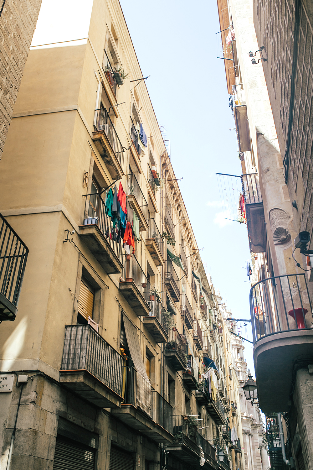 livvyland-blog-olivia-watson-travel-fashion-blogger-barcelona-spain-las-ramblas-architecture-buildings