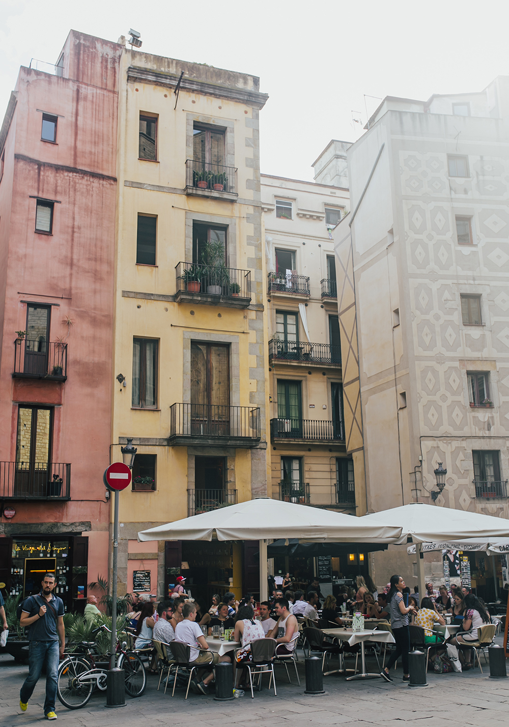 livvyland-blog-olivia-watson-travel-fashion-blogger-barcelona-spain-las-ramblas-colorful-buildings-architecture-cafe