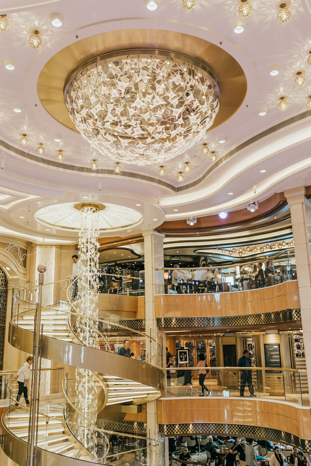 livvyland-blog-olivia-watson-travel-fashion-blogger-princess-cruises-regal-ship-what-to-do-on-board-cruise-boat-foyer