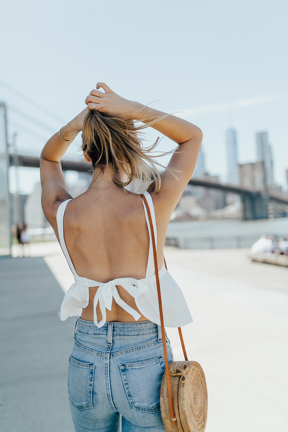 livvyland-blog-olivia-watson-urban-outfitters-open-back-bow-tie-top-mom-jeans-brooklyn-bridge-3