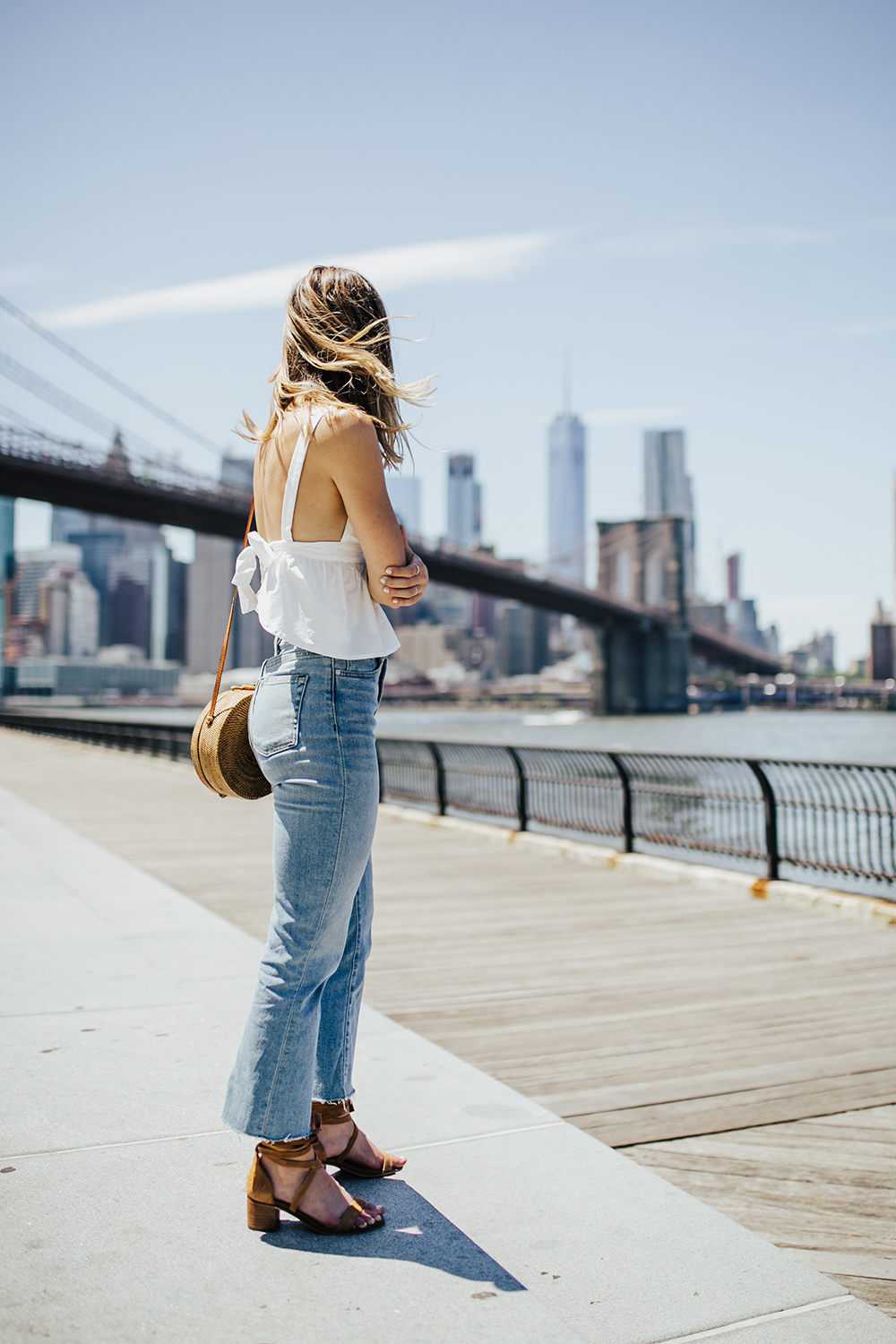 livvyland-blog-olivia-watson-urban-outfitters-open-back-bow-tie-top-mom-jeans-brooklyn-bridge-5