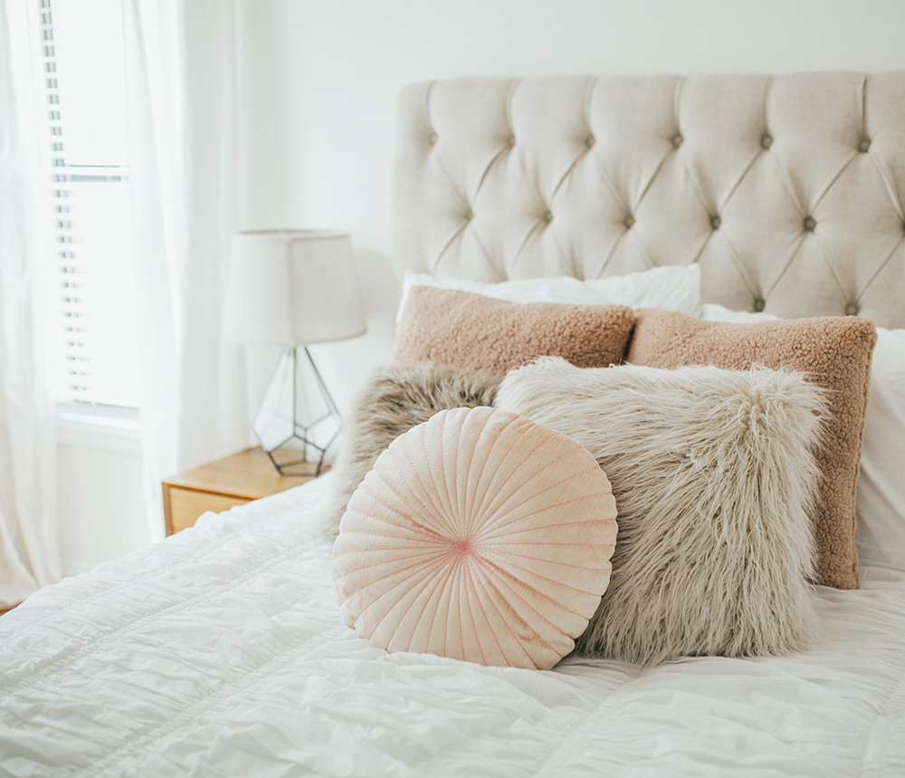 livvyland-blog-olivia-watson-bedroom-bedding-decor-decoration-blush-white-interiors-urban-outfitters-4