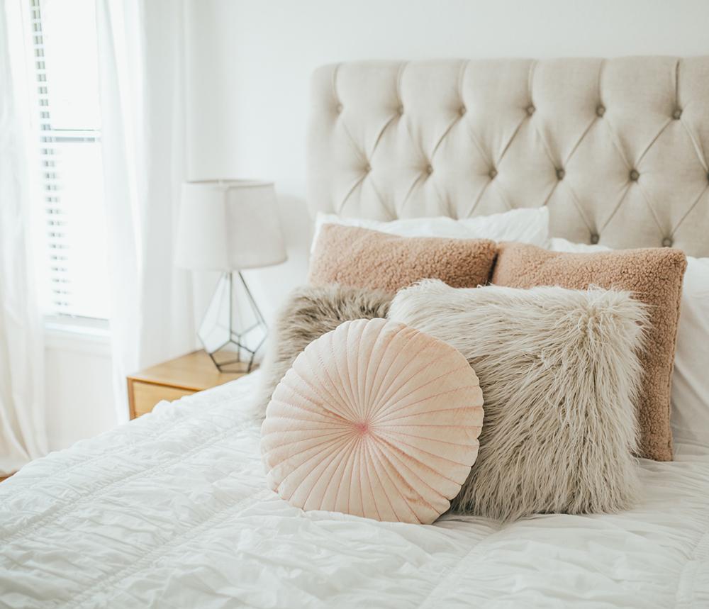 livvyland-blog-olivia-watson-bedroom-bedding-decor-decoration-blush-white-interiors-urban-outfitters-4