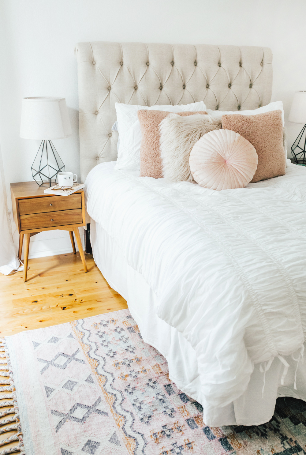 livvyland-blog-olivia-watson-bedroom-bedding-decor-decoration-blush-white-interiors-urban-outfitters-5