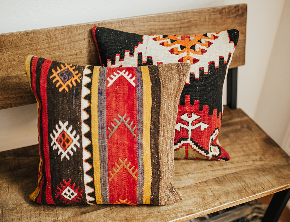 livvyland-blog-olivia-watson-bohemian-chic-stylish-entry-way-house-home-decor-austin-texas-fashion-blog-tribal-print-throw-pillow-hat-rack-3