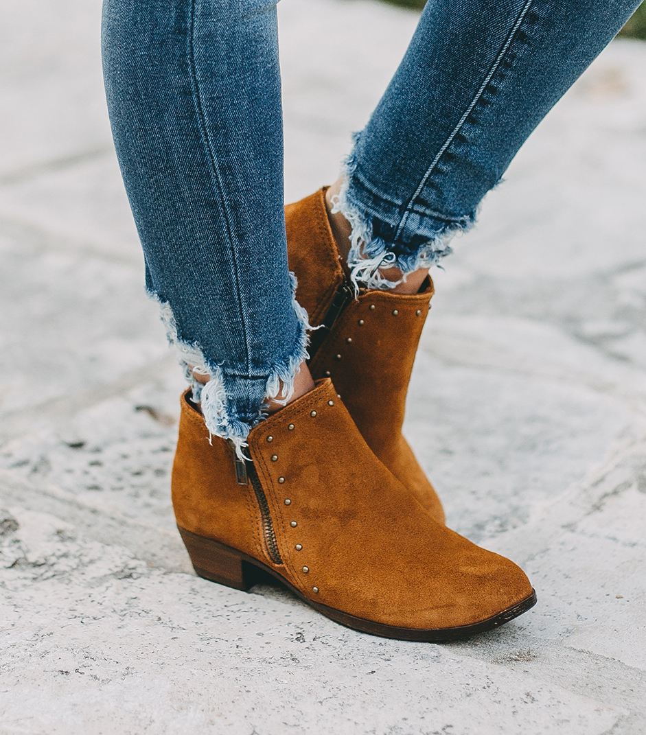 livvyland-blog-olivia-watson-austin-texas-fashion-blogger-minnatonka-moccasins-tan-suede-ankle-booties-madewell-utility-fleet-jacket-11