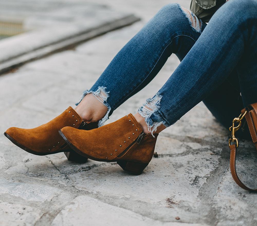livvyland-blog-olivia-watson-austin-texas-fashion-blogger-minnatonka-moccasins-tan-suede-ankle-booties-madewell-utility-fleet-jacket-14
