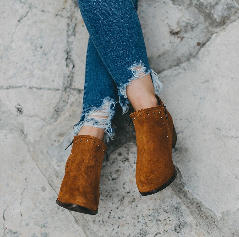 livvyland-blog-olivia-watson-austin-texas-fashion-blogger-minnatonka-moccasins-tan-suede-ankle-booties-madewell-utility-fleet-jacket-3
