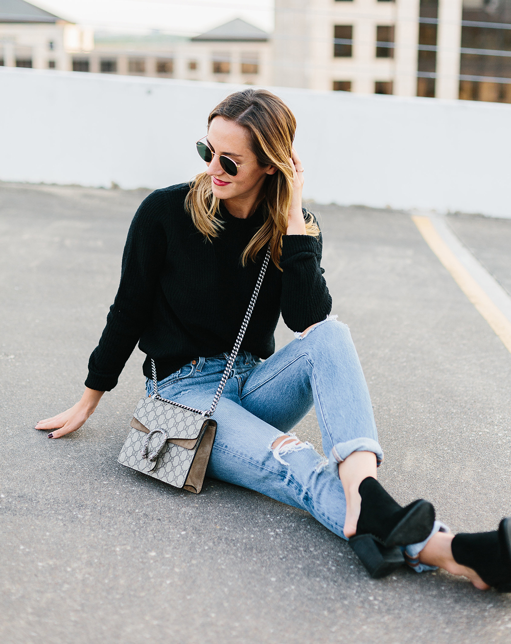 livvyland-blog-olivia-watson-topshop-black-knit-sweater-cozy-slip-on-black-boho-mules-levis-501-3