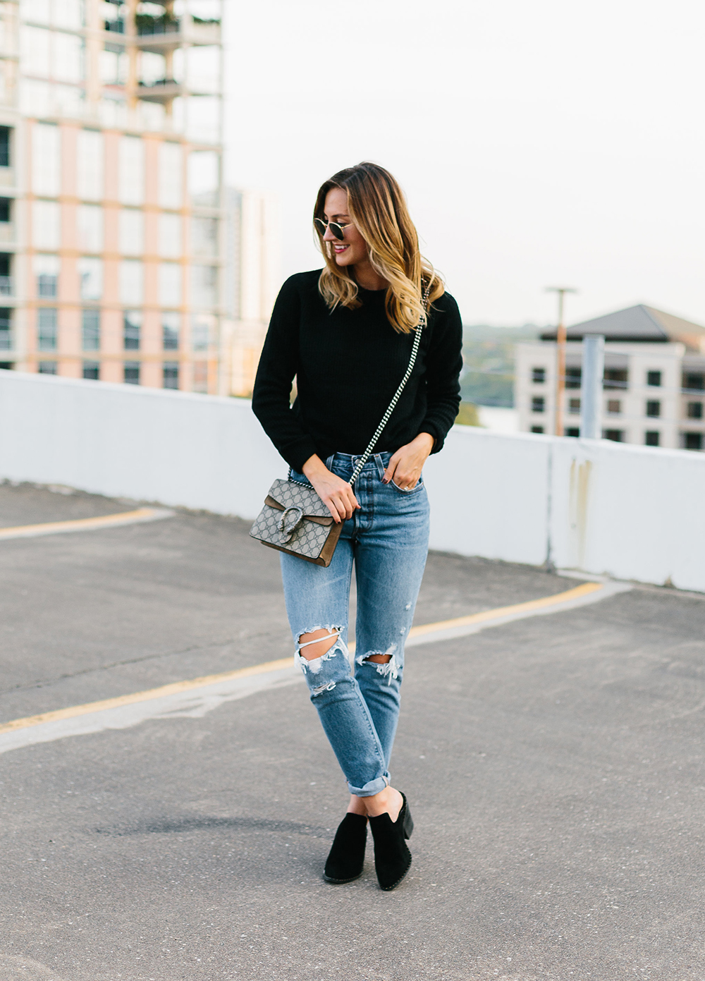 livvyland-blog-olivia-watson-topshop-black-knit-sweater-cozy-slip-on-black-boho-mules-levis-501-8