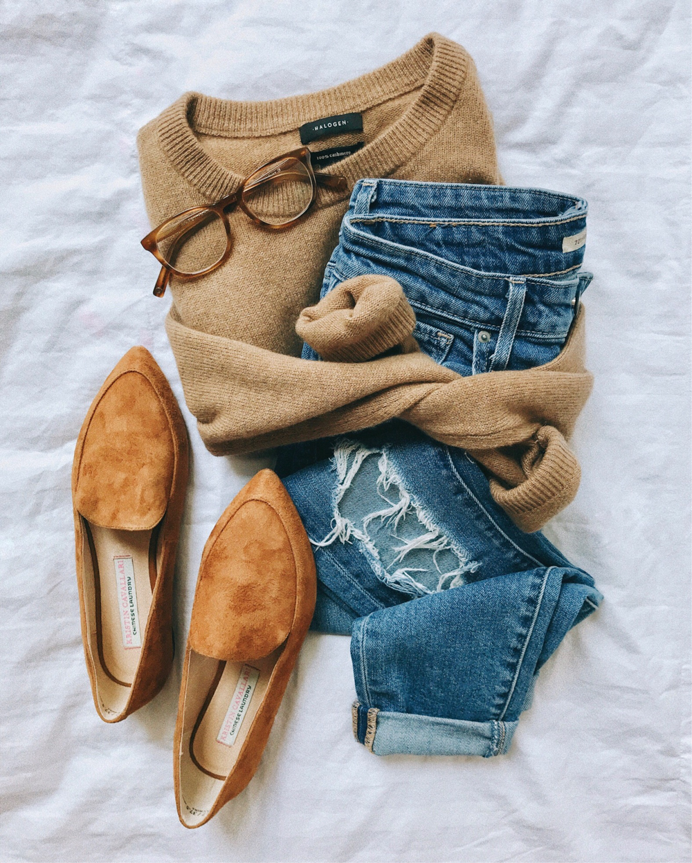 livvyland-blog-olivia-watson-fall-outfit-camel-sweater-tan-suede-loafer-flats-levis-721-jeans