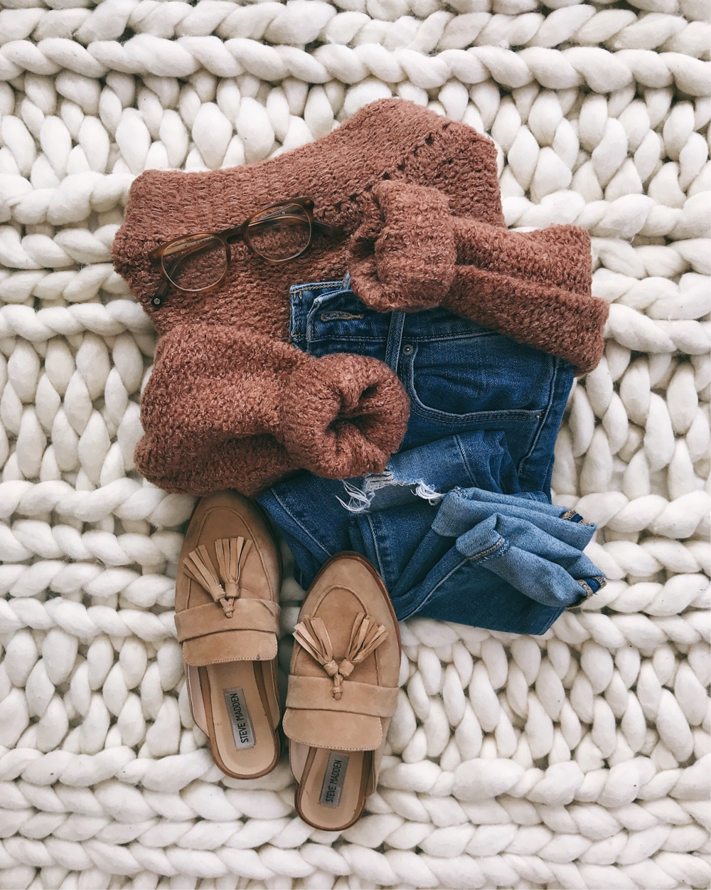 livvyland-blog-olivia-watson-fall-outfit-idea-cozy-winter-sweater-blush-marsala-neutral-backless-loafer-slide