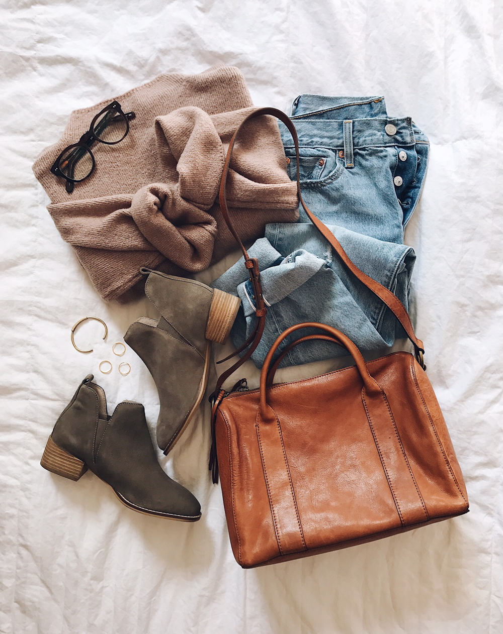 livvyland-blog-olivia-watson-fall-outfit-urban-outfitters-mauve-sweater-tan-bag-flat-ankle-booties