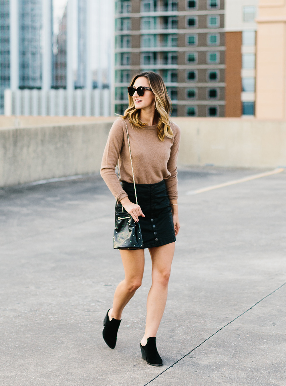 livvyland-blog-olivia-watson-free-people-vegan-leather-mini-skirt-cashmere-tan-sweater-sezane-studded-bucket-bag-9