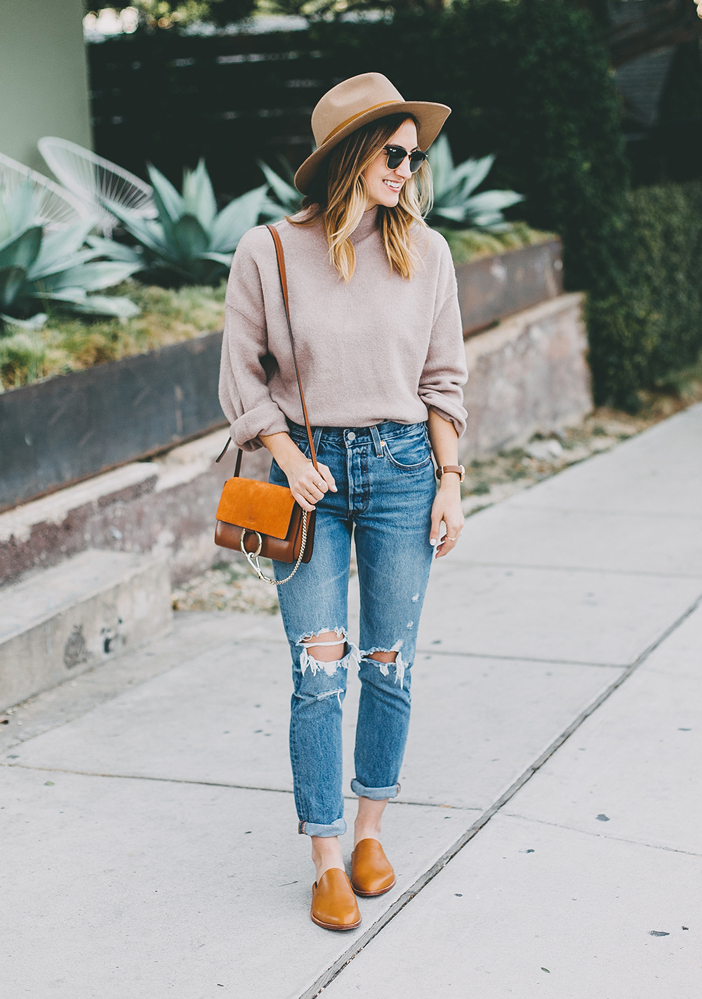 livvyland-blog-olivia-watson-mauve-mock-neck-sweater-levis-501-jeans-urban-outfitters-fortress-of-inca-tan-leather-slides-2
