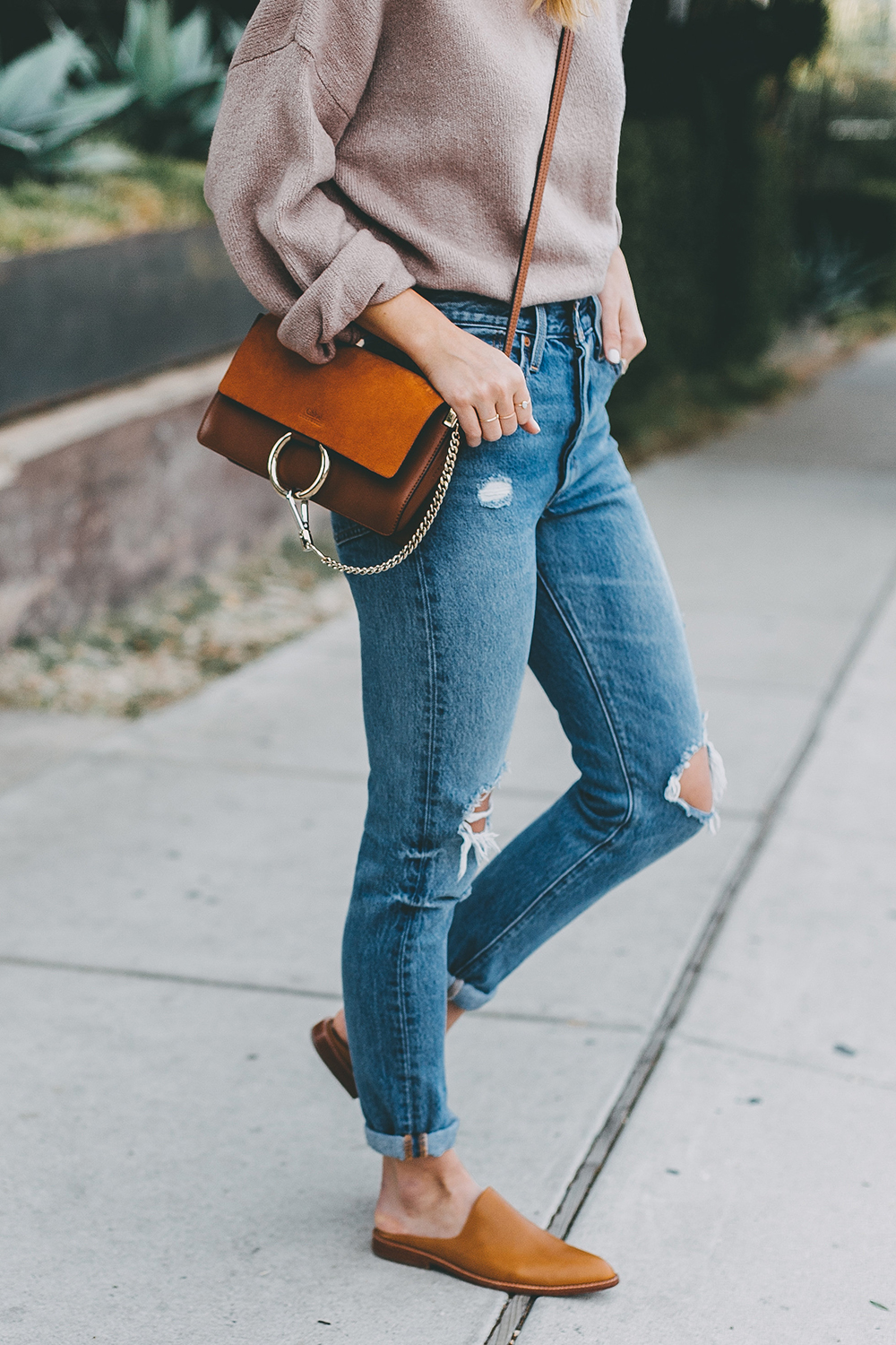 livvyland-blog-olivia-watson-mauve-mock-neck-sweater-levis-501-jeans-urban-outfitters-fortress-of-inca-tan-leather-slides-3