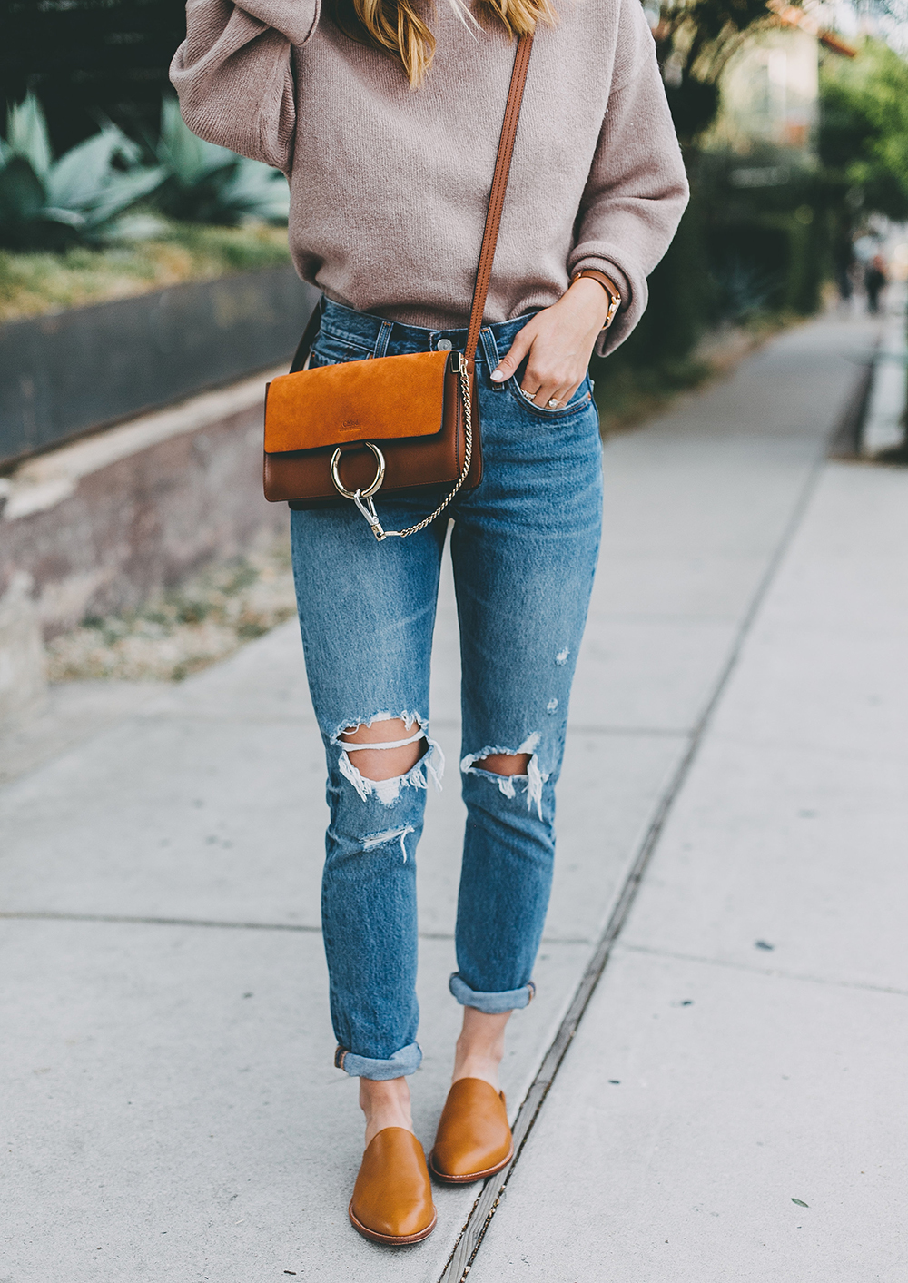 livvyland-blog-olivia-watson-mauve-mock-neck-sweater-levis-501-jeans-urban-outfitters-fortress-of-inca-tan-leather-slides-5