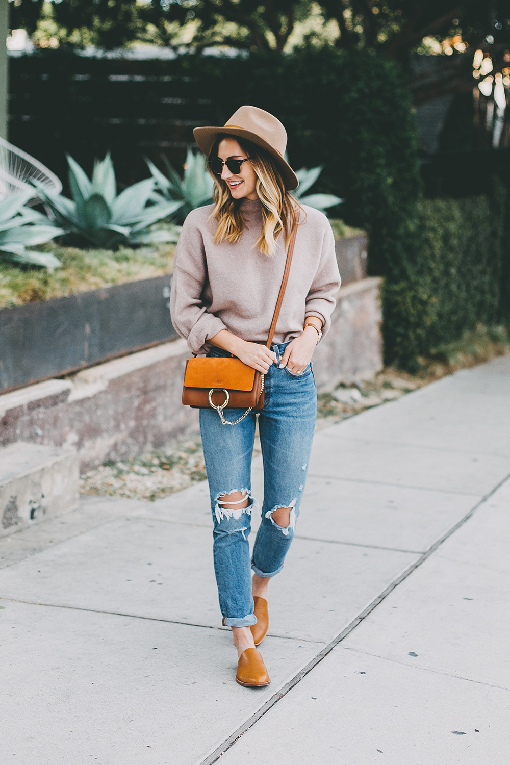 livvyland-blog-olivia-watson-mauve-mock-neck-sweater-levis-501-jeans-urban-outfitters-fortress-of-inca-tan-leather-slides-6