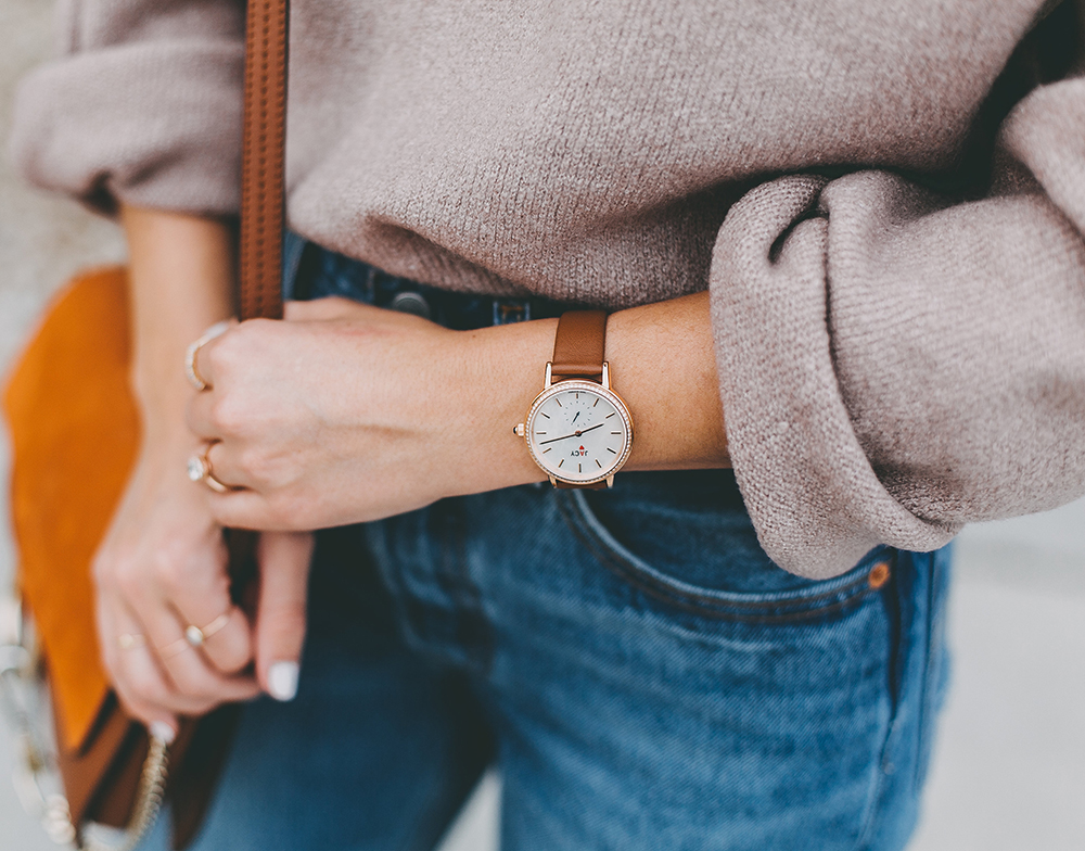 livvyland-blog-olivia-watson-mauve-mock-neck-sweater-levis-501-jeans-urban-outfitters-fortress-of-inca-tan-leather-slides-jacy-watch-1