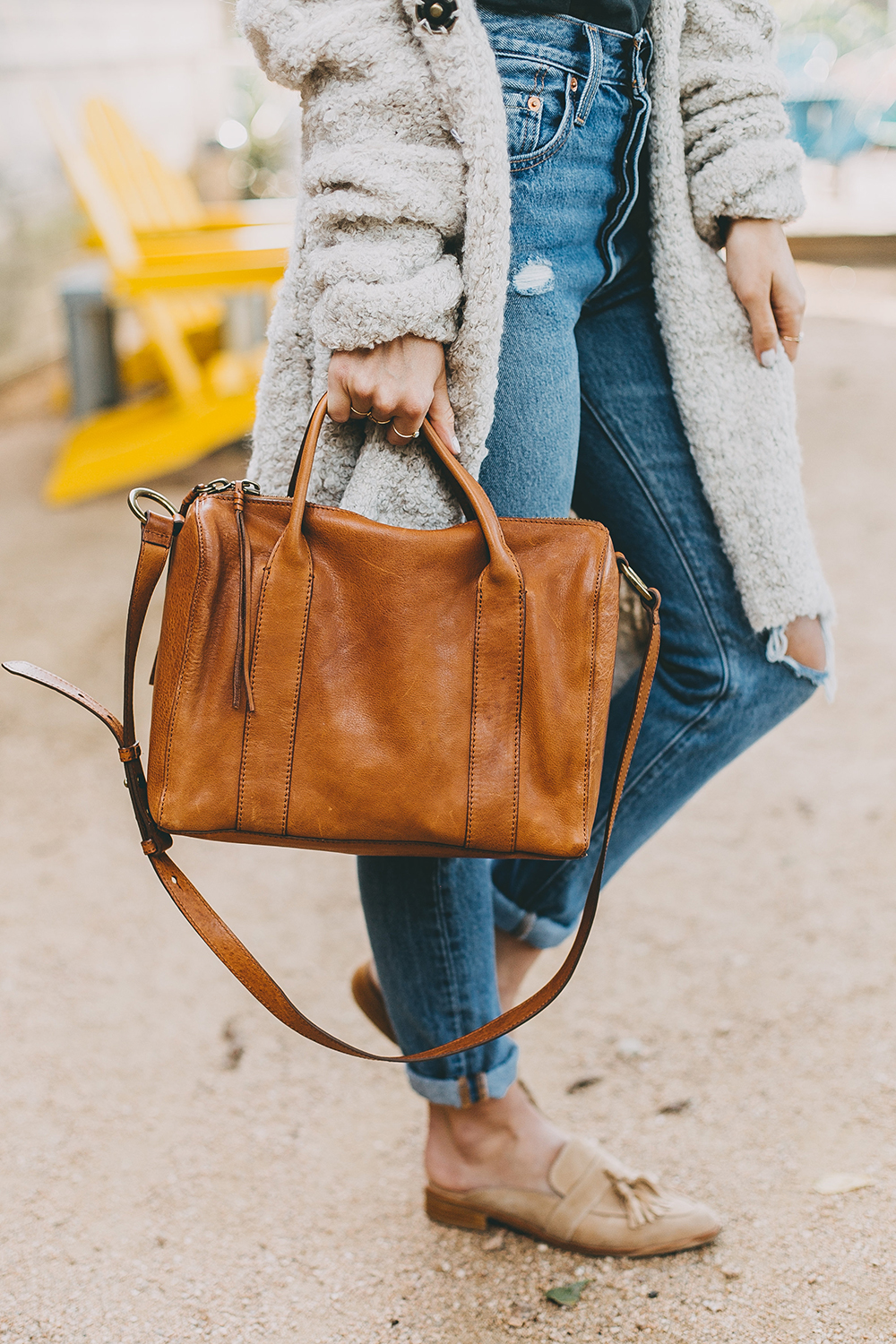 livvyland-blog-olivia-watson-toms-coffee-austin-texas-fashion-blogger-casual-fall-weekend-outfit-boucle-knit-cardigan-urban-outfitters-madewell-tan-leather-handbag