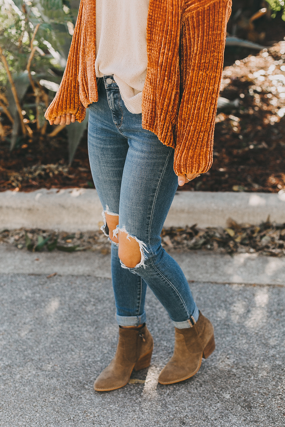 livvyland-blog-olivia-watson-austin-texas-fashion-blogger-burnt-orange-chenille-cardigan-urban-outfitters-6-2