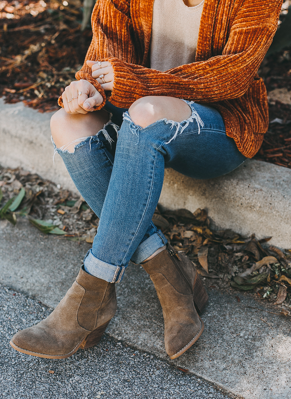 livvyland-blog-olivia-watson-austin-texas-fashion-blogger-burnt-orange-chenille-cardigan-urban-outfitters-taupe-ankle-booties-2-2